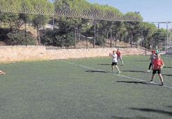Karabağlar'da sosyal mesafe spora engel olamıyor