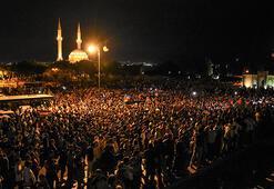 Azerbaycanda binlerce kişi seferberlik çağrısı yaptı