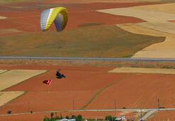 Sivasta yamaç paraşütçülerinden 15 Temmuz uçuşu