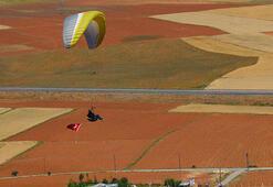 Yamaç paraşütçüleri 15 Temmuz uçuşunda, havada Türk bayrağı açtı