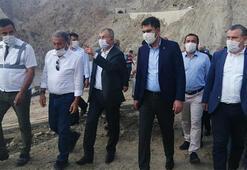 Bakan Kurum, sel felaketinin vurduğu Yusufelide incelemede bulundu