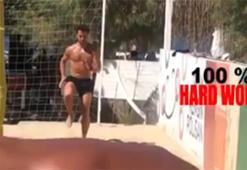 Ahmet Düverioğlu ve Melih Mahmutoğlu kumda çalışıyor...