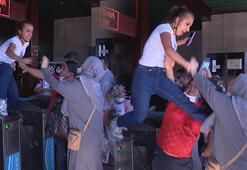 Son dakika: İstanbul Eminönü İskelesinde kadından kadına uçan tekme