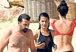 Nişanlısıyla plajda
