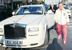 Ali Ağaoğlunun milyon euroluk aracı büyük hasar gördü