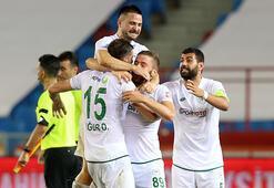 Kritik galibiyetler Konyasporu ligde tuttu