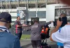 Marcelo Bielsadan alkış alan hareket Arabasından indi...