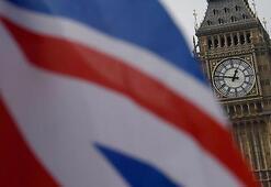 İngiltere Hong Kongla suçluların iadesi anlaşmasını süresiz askıya aldı