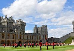 İngiltere Kraliçesinin muhafızları işten çıkartılıyor