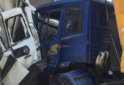 Kontrolden çıkan kamyon iki aracı biçti