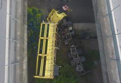 Anadolu Otoyolunda biber yüklü TIR köprüden düştü: 2 yaralı