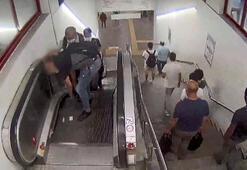Yürüyen merdivenlerde hırsızlık yapan şüpheliler kamerada