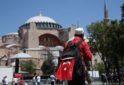 Türkiyenin dört bir tarafından Ayasofya Camisinde namaz kılmak için geldiler