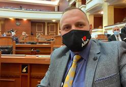 I Love Allah yazılı maskeyle meclise geldi
