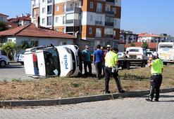 Boluda minibüsle çarpışan polis aracı devrildi: 3 yaralı
