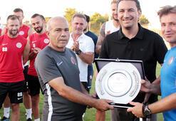 Antalyasporun 38 yıllık emektarına veda