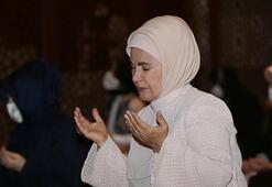 Tarihi gün Emine Erdoğan, Ayasofyada kadınlara ayrılan bölümde namaz kıldı