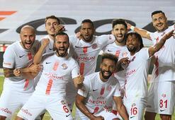 Antalyaspor, ikinci devreyi ilklerle tamamladı