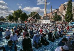 Vatandaşlar akın ediyor Ayasofya-i Kebir Cami-i Şerifini ziyaretler sürüyor