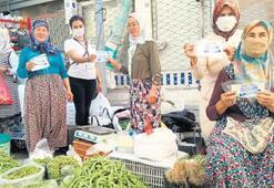 Pazarcıya ücretsiz maske dağıtımı