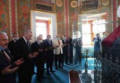 Fatih Sultan Mehmet Türbesinde duayı Meclis Başkanı Şentop okudu