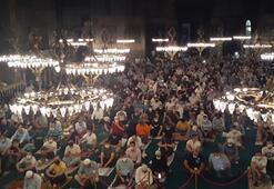 Ayasofya-i Kebir Cami-i Şerifinde sabah namazı yoğunluğu