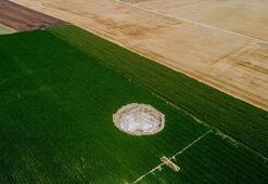 Ekili tarlalarda oluşan obruklar, çiftçileri tedirgin ediyor