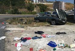 Samsunda otomobil devrildi, eşyalar yola saçıldı
