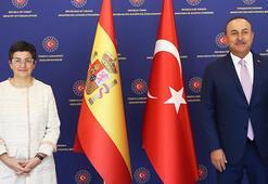 Son dakika... Bakan Çavuşoğlu: Ayasofya ortak ev değil, camidir