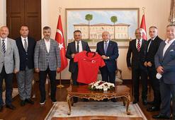 TFF Başkanı Nihat Özdemir, Antalyada ziyaretlerde bulundu