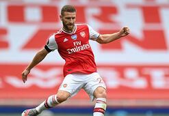 Arsenalda Shkodran Mustafi ameliyat edildi