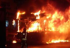 Alev topuna döndü... Esenyurtta belediye otobüsü kundaklandı