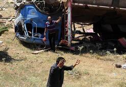 Son dakika... Konyada kurbanlık yüklü kamyon şarampole devrildi