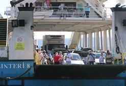 Çanakkale feribot iskeleleri arife günü ulaşımına sakin başladı