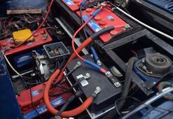 27 yaşındaki otomobilini elektrikli araca dönüştürdü