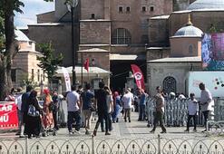 Ayasofyada bayram namazının ardından cumayı bekliyorlar