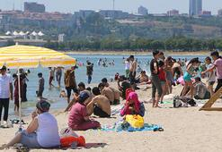 Menekşe Plajı'nda bayram yoğunluğu