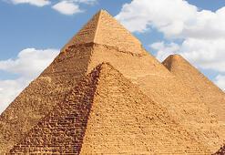 Elon Musk yine sosyal medyayı salladı: Piramitleri uzaylılar inşa etti