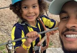 Joshua King, oğluna Fenerbahçe forması giydirdi...