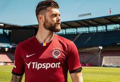 Antalyaspordan Sparta Praga transfer olan Celustkadan teşekkür  mesajı