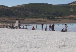 Salda Gölünde bayram tatili yoğunluğu