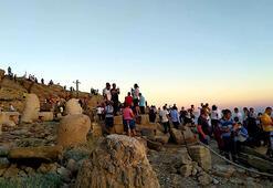 Dünya mirası Nemrutta bayram kalabalığı