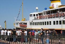 Kadıköy İskelesinde sosyal mesafesiz Adalar kuyruğu Nüfus 10 kat arttı