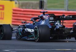 Formula 1de Hamilton yarışı patlak lastikle kazandı