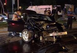 Otomobil KGYS direğine çarptı Yaralılar var...
