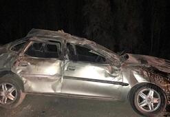 Otomobil refüje çarptı Ölü ve yaralılar var