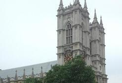 İngiltere'de eski bir bakanın tecavüz suçlamasında Muhafazakar Parti de suçlandı