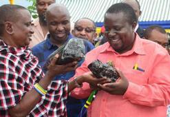 Tanzanyalı madenci ikinci kez milyon dolarlık nadir değerli taş buldu