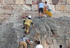 Foça Kalesinde nefes kesen operasyon 10 metrelik surlardan düştü
