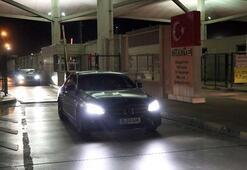 Saatlerce yolun açılmasını beklediler Türkiyeye gelebildik çok mutluyuz